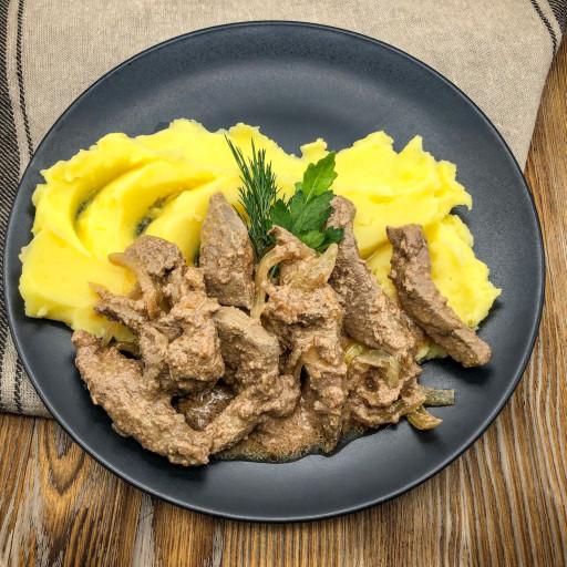 Печень по-строгановски и картофельное пюре