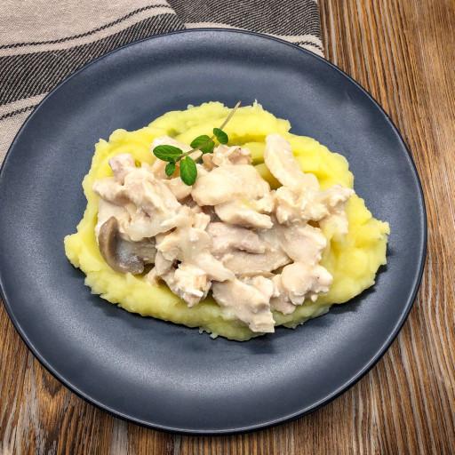 Фрикасе из курицы и картофельное пюре