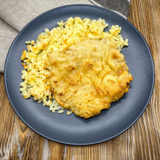 Бризоль из свинины и рис отварной с овощами