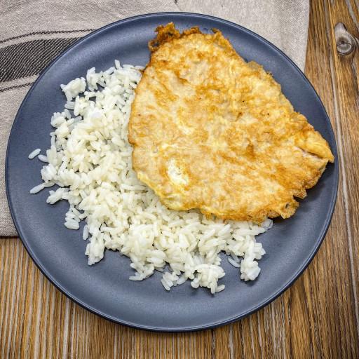 Свинина в яйце и рис отварной